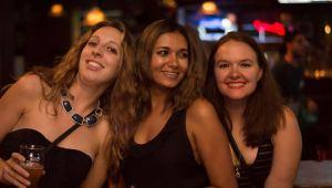girls at concert